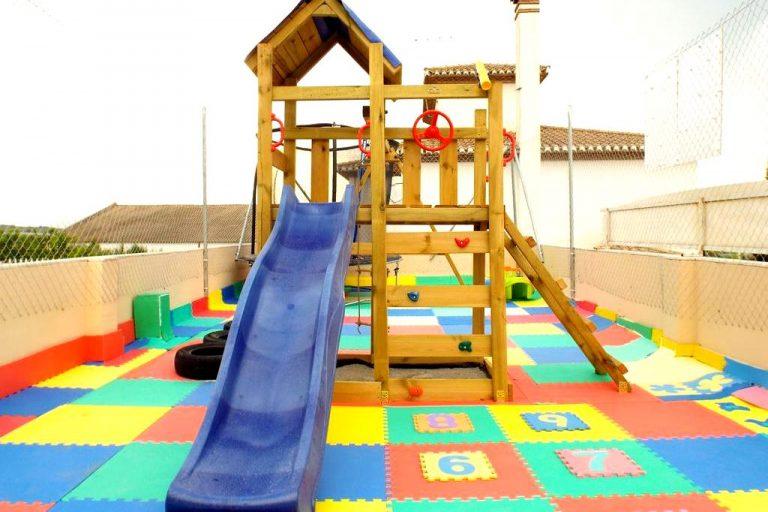 Hotel Poniente hotel para niños parque infantil