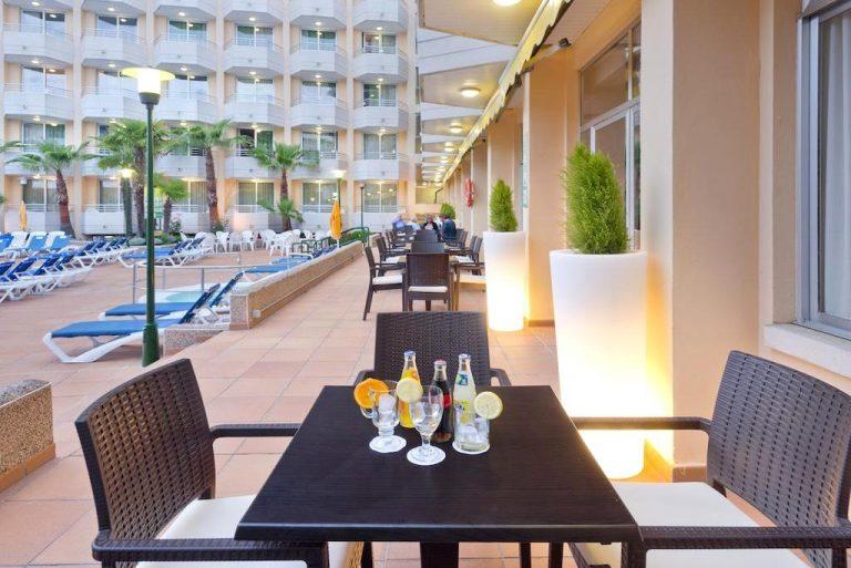 GHT Oasis Tossa & Spa Hotel para niños restaurante