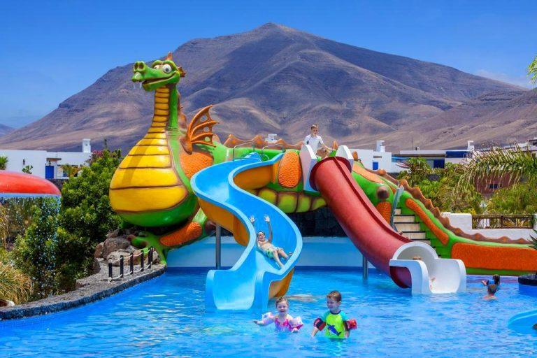 Gran Castillo Tagoro Family & Fun Playa Blanca hotel para niños toboganes de agua