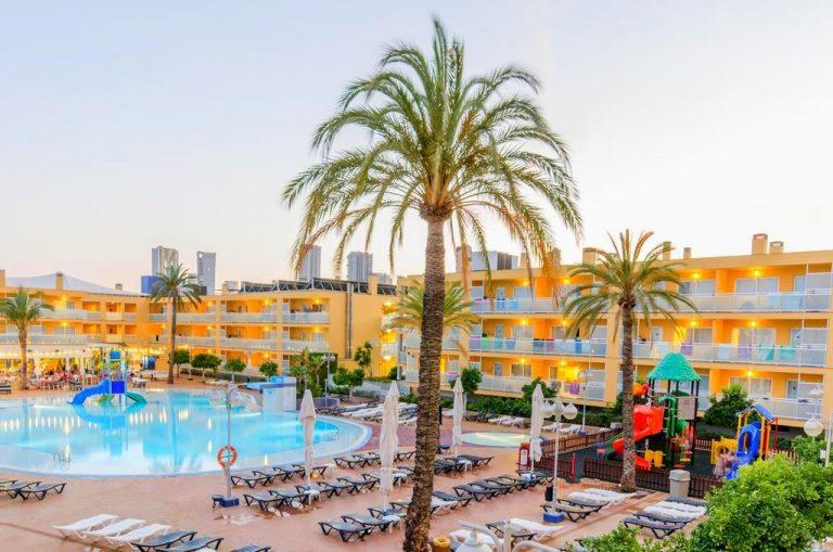 Apartamentos Turisticos Terralta Hotel para niños piscina