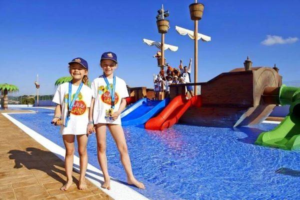Blau Punta Reina Resort para niños toboganes