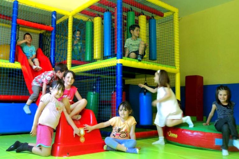 Bungalows - Càmping El Solsonès hotel para niños mini club