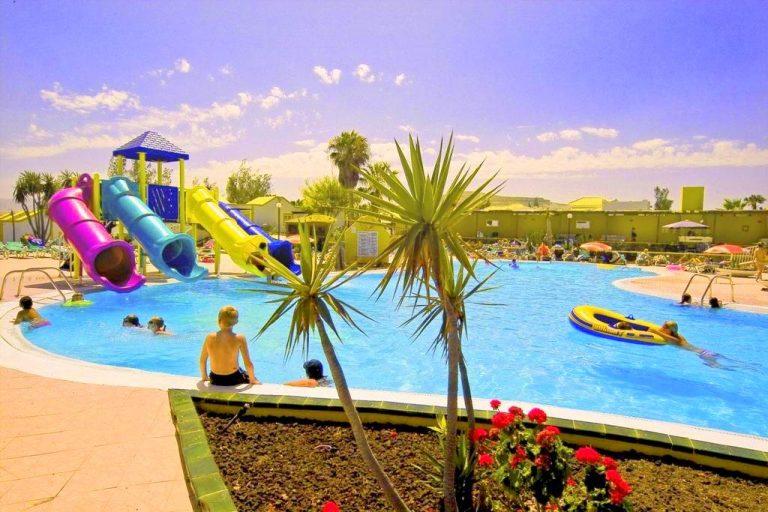 Caleta Dorada hotel para ninos con toboganes de agua en fuerteventura