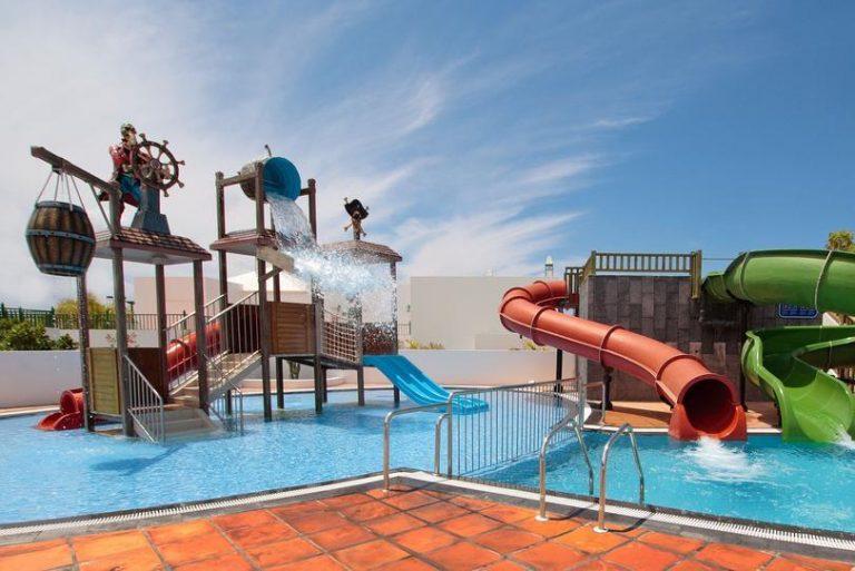 Caybeach Sun hotel para niños piscina con toboganes