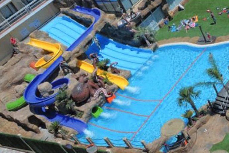Evenia Olympic Suites hotel para niños piscina con toboganes