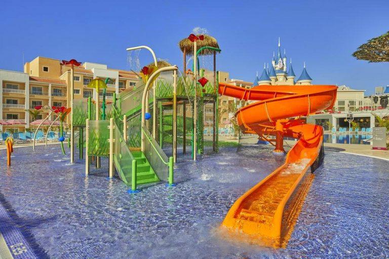 Fantasia Bahia Principe Tenerife hotel para niños piscina con toboganes