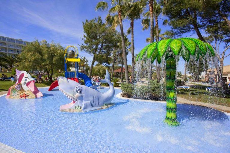 Grupotel Gran Vista & Spa hotel para niños piscina con juegos infantiles