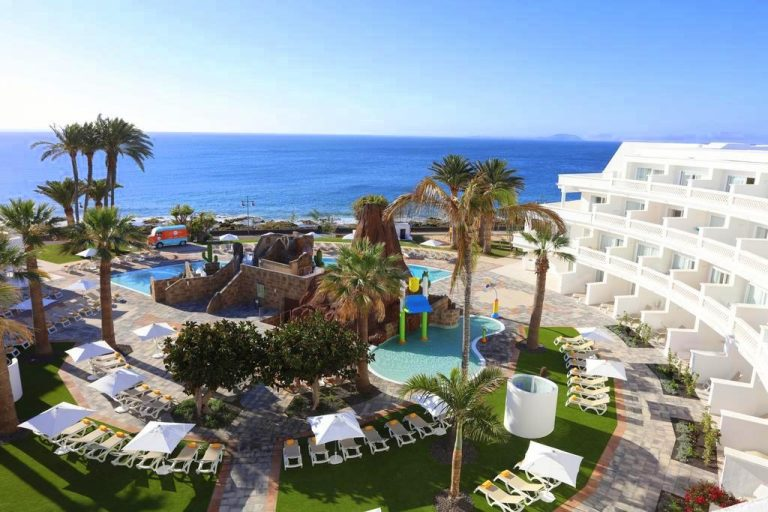 Iberostar Lanzarote Park hotel para niños piscina con toboganes