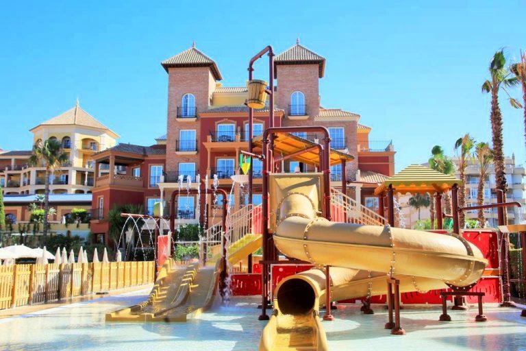 Iberostar Málaga Playa Hotel para niños piscina con toboganes