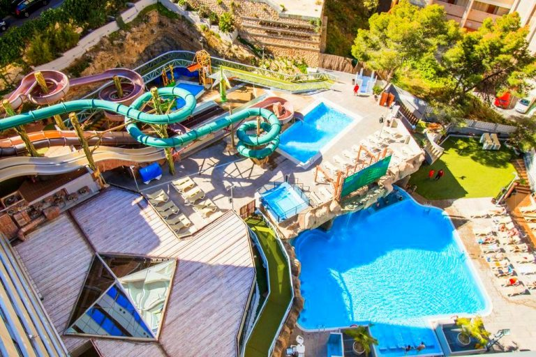 Magic Aqua Rock Gardens hotel para ninos con toboganes