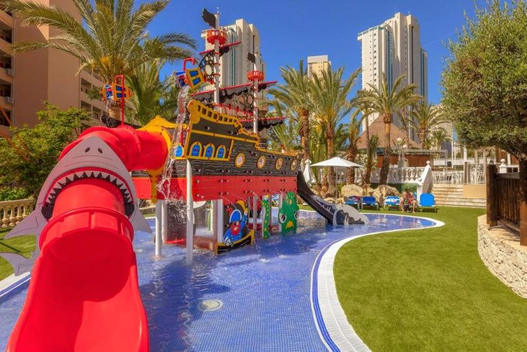 Magic Tropical Splash hotel para ninos con toboganes