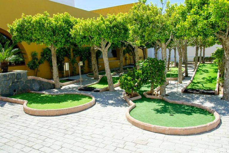 Playaballena Aquapark & Spa Hotel para niños minigolf