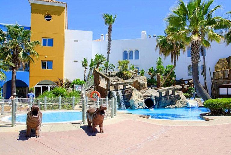 Playaballena Aquapark & Spa Hotel para niños piscina