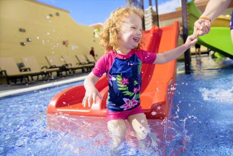 GF Isabel hotel para niños con toboganes de agua