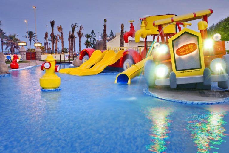 Mediterraneo Bay Hotel & Resort para niños juegos de agua